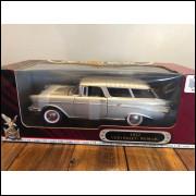 Lote 002 Road Legends 1/18 Chevrolet Nomad 1957 Prata