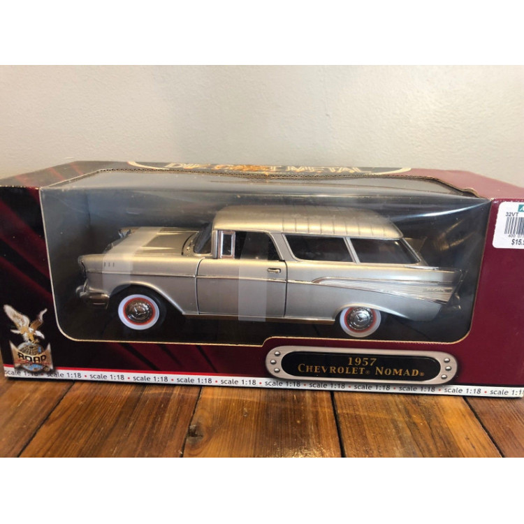 Lote 002 Road Legends 1/18 Chevrolet Nomad 1957 Prata