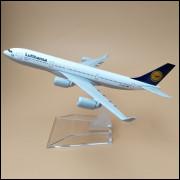 Lote 003 Miniatura Avião Lufthansa Airbus 340 16cm